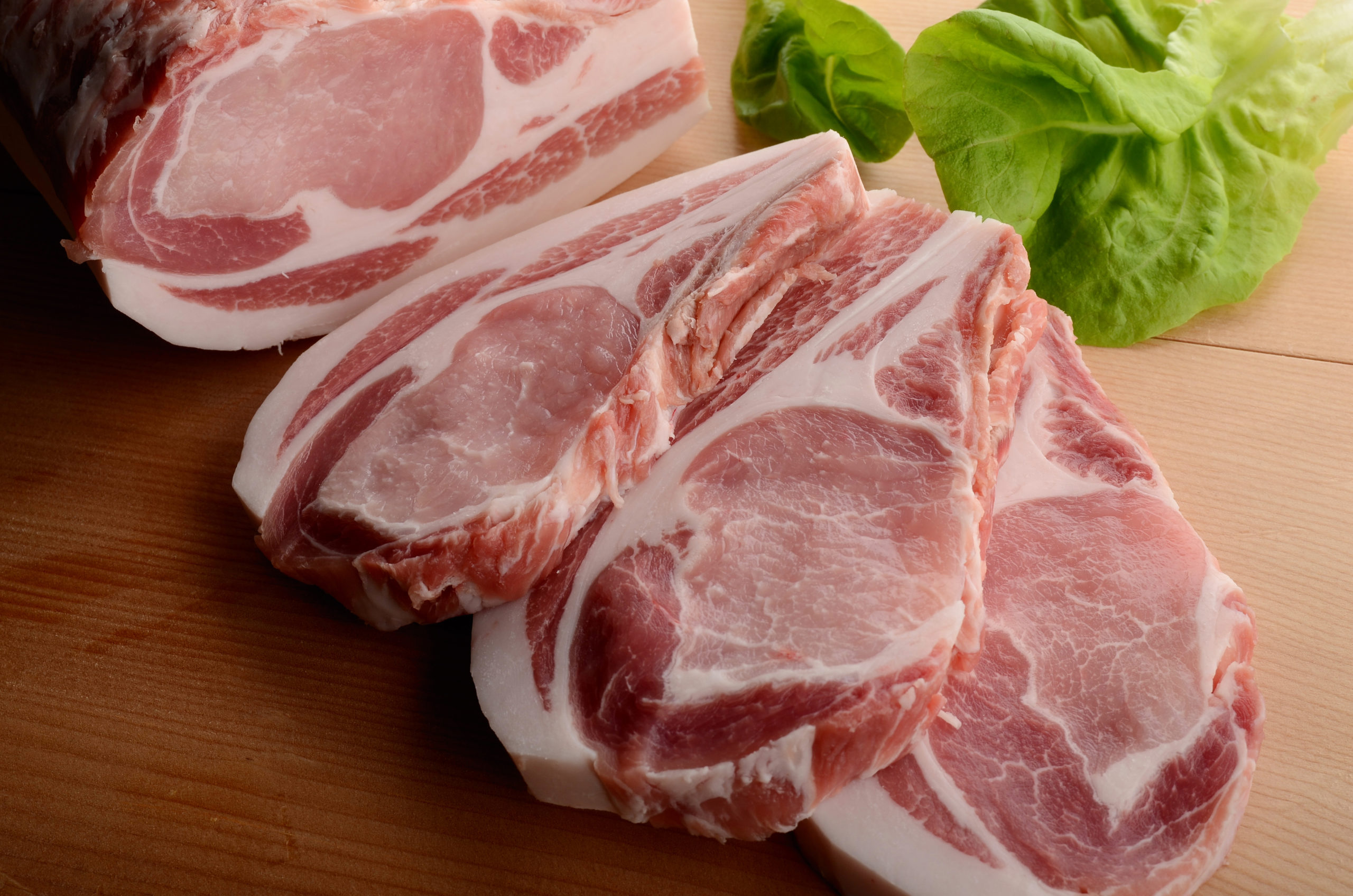 都内で買えるのは赤札堂だけ!31.1℃でとろける食感「加藤の豚肉」