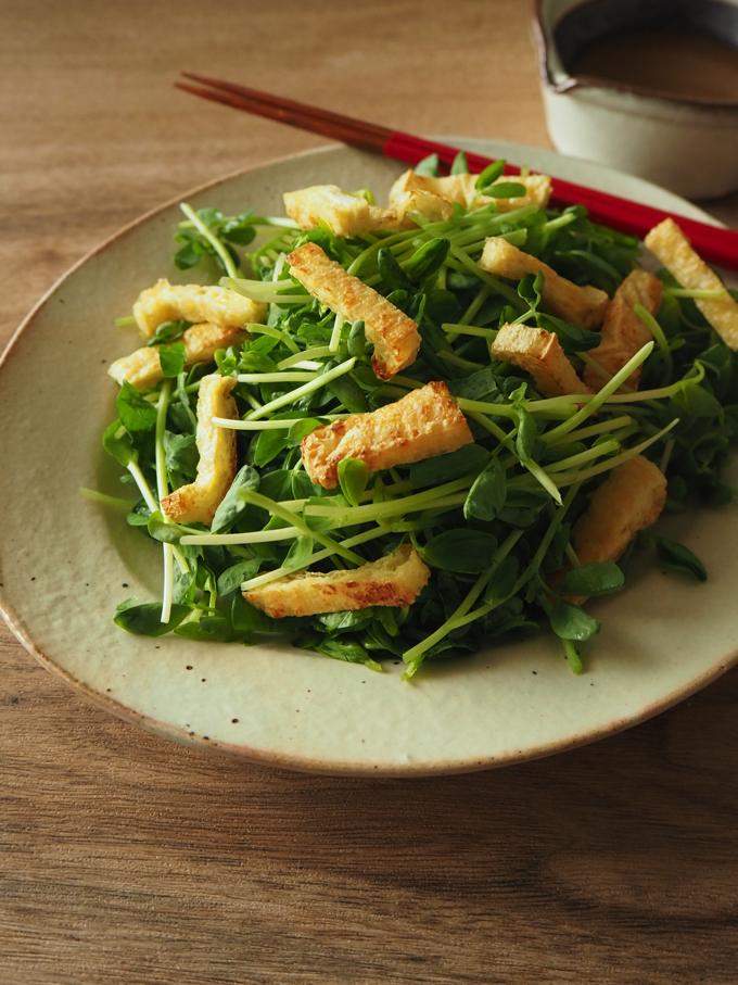 豆苗とカリカリお揚げのサラダ